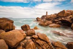 Ρόδινη ακτή γρανίτη στη Βρετάνη κοντά σε Ploumanach, Γαλλία Στοκ εικόνα με δικαίωμα ελεύθερης χρήσης