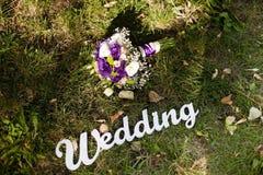 Ρόδινη γαμήλια ανθοδέσμη με τα τριαντάφυλλα και το gladiolus Στοκ φωτογραφία με δικαίωμα ελεύθερης χρήσης