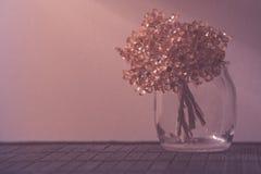 Ρόδινη διακόσμηση ανθοδεσμών λουλουδιών Στοκ φωτογραφία με δικαίωμα ελεύθερης χρήσης