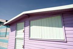 Ρόδινη ξύλινη χρωματισμένη καλύβα παραλιών καλοκαιριού Στοκ Εικόνες