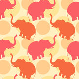 Ρόδινη πορτοκαλιά ελεφάντων απεικόνιση υποβάθρου σχεδίων σκιαγραφιών άνευ ραφής Στοκ Εικόνες