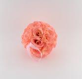 Ρόδινη σφαίρα λουλουδιών με την κορδέλλα Στοκ Εικόνα