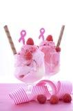 Ρόδινη φιλανθρωπία κορδελλών για Sundae παγωτού συνειδητοποίησης υγείας των γυναικών Στοκ Εικόνες