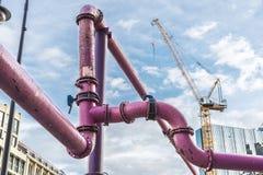 Ρόδινοι σωλήνες για να στραγγίξει το νερό στο Βερολίνο, Γερμανία Στοκ φωτογραφία με δικαίωμα ελεύθερης χρήσης
