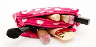 Ρόδινος αποτελέστε την τσάντα με τα καλλυντικά που απομονώνονται σε ένα λευκό στοκ φωτογραφία με δικαίωμα ελεύθερης χρήσης
