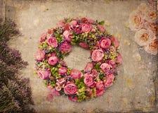 Ρόδινος αυξήθηκε στεφάνι λουλουδιών Στοκ φωτογραφία με δικαίωμα ελεύθερης χρήσης