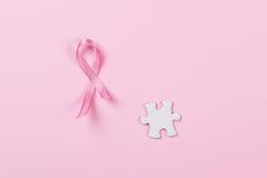 Ρόδινος καρκίνος του μαστού κομματιών κορδελλών και γρίφων Στοκ Εικόνες