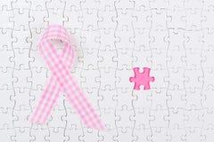 Ρόδινος καρκίνος του μαστού κομματιών κορδελλών και γρίφων Στοκ εικόνες με δικαίωμα ελεύθερης χρήσης