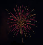 Ρόδινος-χρυσά πυροτεχνήματα Στοκ Φωτογραφίες