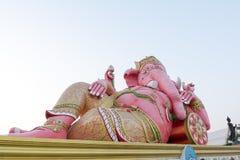Ρόδινο άγαλμα Ganesha στο ναό Saman Rattanaram, επαρχία Chachoengsao, Ταϊλάνδη στοκ φωτογραφία με δικαίωμα ελεύθερης χρήσης