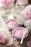 Ρόδινο άλας λουλουδιών peony για τη SPA και aromatherapy Στοκ εικόνες με δικαίωμα ελεύθερης χρήσης