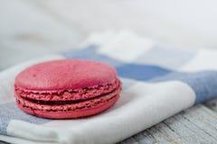 Ρόδινο γαλλικό macaron Στοκ φωτογραφία με δικαίωμα ελεύθερης χρήσης