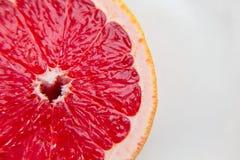 Ρόδινο γκρέιπφρουτ φρούτων στην περικοπή Ένα προϊόν βιταμινών κατανάλωση υγιής Στοκ Εικόνες