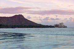 Ρόδινο ηλιοβασίλεμα της Χαβάης Waikiki στοκ φωτογραφία