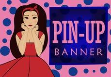 ρόδινο και μπλε έμβλημα με το διάστημα για το κείμενο στο ύφος καρφίτσα-επάνω Αστεία γυναίκα brunette σε ένα κόκκινο φόρεμα διανυσματική απεικόνιση
