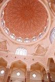 Ρόδινο μουσουλμανικό τέμενος (μουσουλμανικό τέμενος Putra, ή masjid) μέσα στη διακόσμηση, Putrajaya, Μαλαισία Στοκ εικόνες με δικαίωμα ελεύθερης χρήσης