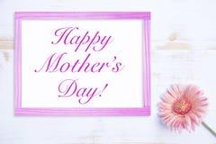 Ρόδινο λουλούδι με το πλαίσιο και την ευτυχή ημέρα μητέρων λέξεων Στοκ Εικόνα