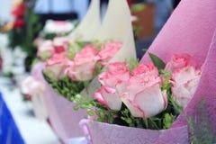 Ρόδινο υπόβαθρο ανθοδεσμών τριαντάφυλλων Στοκ εικόνες με δικαίωμα ελεύθερης χρήσης