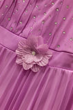 Ρόδινο φόρεμα με το λουλούδι Στοκ φωτογραφία με δικαίωμα ελεύθερης χρήσης