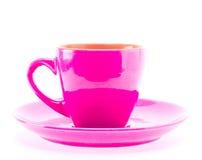 Ρόδινο φλυτζάνι χρώματος στο πιάτο Στοκ Φωτογραφίες