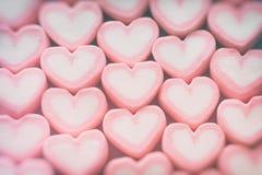 Ρόδινο marshmallow μορφής καρδιών για το θέμα και το βαλεντίνο αγάπης backgr Στοκ Φωτογραφίες