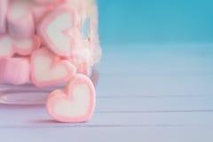 Ρόδινο marshmallow μορφής καρδιών για το θέμα και το βαλεντίνο αγάπης backgr Στοκ εικόνες με δικαίωμα ελεύθερης χρήσης