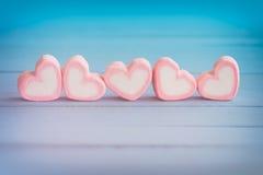 Ρόδινο marshmallow μορφής καρδιών για το θέμα και το βαλεντίνο αγάπης backgr Στοκ Φωτογραφία