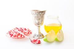 Ρόδι και μήλο μελιού φλυτζανιών Kiddush hashana Rosh Στοκ Εικόνες