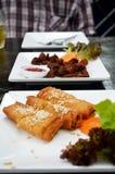 Ρόλοι άνοιξη και τσιγαρισμένο χοιρινό κρέας Στοκ φωτογραφία με δικαίωμα ελεύθερης χρήσης