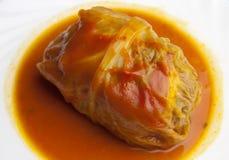 Ρόλοι λάχανων με τη σάλτσα ντοματών Στοκ φωτογραφία με δικαίωμα ελεύθερης χρήσης