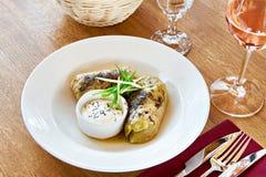 Ρόλοι λάχανων στον πίνακα γευμάτων στο εστιατόριο Στοκ φωτογραφία με δικαίωμα ελεύθερης χρήσης