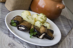 Ρόλοι μελιτζανών με την πατάτα Στοκ φωτογραφία με δικαίωμα ελεύθερης χρήσης