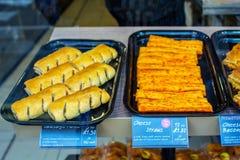 Ρόλοι λουκάνικων και άχυρα τυριών, σκωτσέζικο γρήγορο φαγητό Στοκ Εικόνες