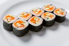 Ρόλοι στο άσπρο πιάτο Ιαπωνική κουζίνα στοκ εικόνες με δικαίωμα ελεύθερης χρήσης