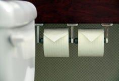 Ρόλοι του άσπρου χαρτιού τουαλέτας Στοκ φωτογραφία με δικαίωμα ελεύθερης χρήσης