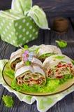 Ρόλοι του ψωμιού με τα λαχανικά, το τυρί και το λουκάνικο Στοκ Εικόνα