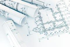 Ρόλοι των σχεδιαγραμμάτων αρχιτεκτονικής με το σχέδιο ορόφων που επισύρει την προσοχή στην αψίδα Στοκ φωτογραφία με δικαίωμα ελεύθερης χρήσης