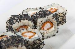 Ρόλος σουσιών με τις γαρίδες, σπόροι σουσαμιού τυριών της Φιλαδέλφειας Στοκ φωτογραφία με δικαίωμα ελεύθερης χρήσης