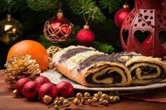 Ρόλος σπόρου παπαρουνών Χριστουγέννων στον εορταστικό πίνακα Στοκ Φωτογραφίες