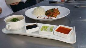 ρύζι και κοτόπουλο τσίλι ραχών pice και sope Στοκ Φωτογραφία