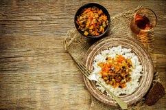 Ρύζι με τη σάλτσα της μελιτζάνας, των πιπεριών και των ντοματών στοκ εικόνες