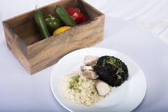 Ρύζι με το σπανάκι και το κοτόπουλο Στοκ Εικόνες