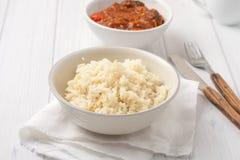Ρύζι που μαγειρεύεται στο απόθεμα κοτόπουλου Στοκ εικόνα με δικαίωμα ελεύθερης χρήσης