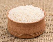 Ρύζι σε ένα ξύλινο κύπελλο Στοκ εικόνα με δικαίωμα ελεύθερης χρήσης