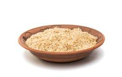 ρύζι σε ένα πιάτο αργίλου που απομονώνεται Στοκ Εικόνα