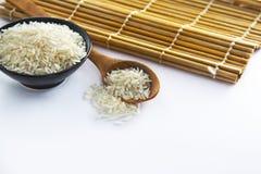 Ρύζι στο κύπελλο με το κουτάλι στοκ φωτογραφία με δικαίωμα ελεύθερης χρήσης