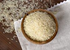 Ρύζι στο ξύλινο πιάτο Στοκ εικόνες με δικαίωμα ελεύθερης χρήσης