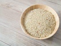 Ρύζι στο ξύλινο πιάτο στοκ εικόνα