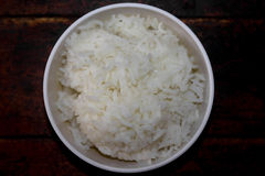Ρύζι της Jasmine που μαγειρεύεται σε ένα φλυτζάνι Στοκ φωτογραφία με δικαίωμα ελεύθερης χρήσης