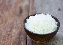 Ρύζι της Jasmine σε ένα κύπελλο ρυζιού Στοκ φωτογραφία με δικαίωμα ελεύθερης χρήσης